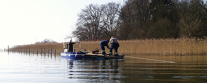 Picture: Workers fixing a landing stage on the Ammersee