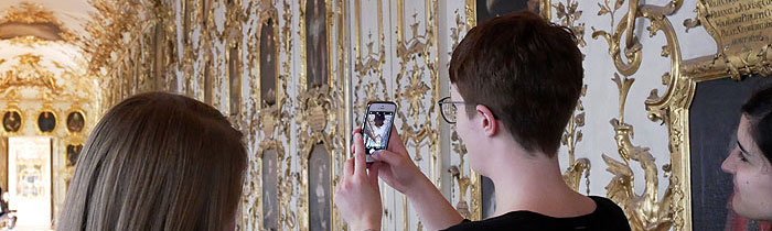 Picture: Taking pictures in the palace